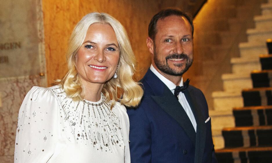 POPULÆRE: Det norske kronprinsparet er et friskt pust blant andre nokså konservative kongelige. Det er mye mulig at det er grunnen til at de nå får oppmerksomhet. Foto: Andreas Fadum / Se og Hør