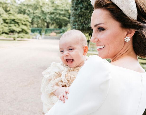 FAVORITTBILDE: Dette bildet av hertuginne Kate med sønnen Louis i armene sine innrømmer Matt er hans absolutte personlige favoritt. Foto: NTB Scanpix/ Matt Porteous