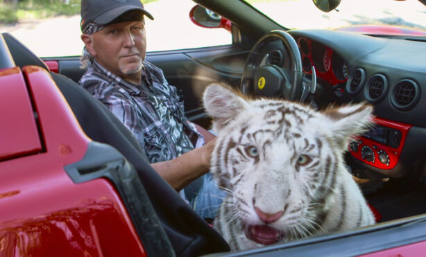 UNNSLAPP: Jeff Lowe kom seg tilsynelatende helskinnet gjennom GW Zoo-skandalen. Han risikerer imidlertid å bli arrestert om han noensinne returnerer til Las Vegas. Foto: Netflix