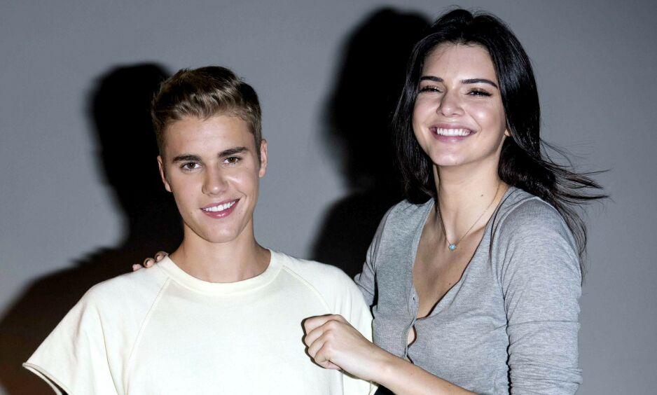 KRITISERES: Justin Bieber og Kendall Jenner er gode venner, og har vært det i en årrekke. Nå kritiseres de begge for å opptre ufølsomt i den store krisen verden nå er inne i. Foto: NTB scanpix