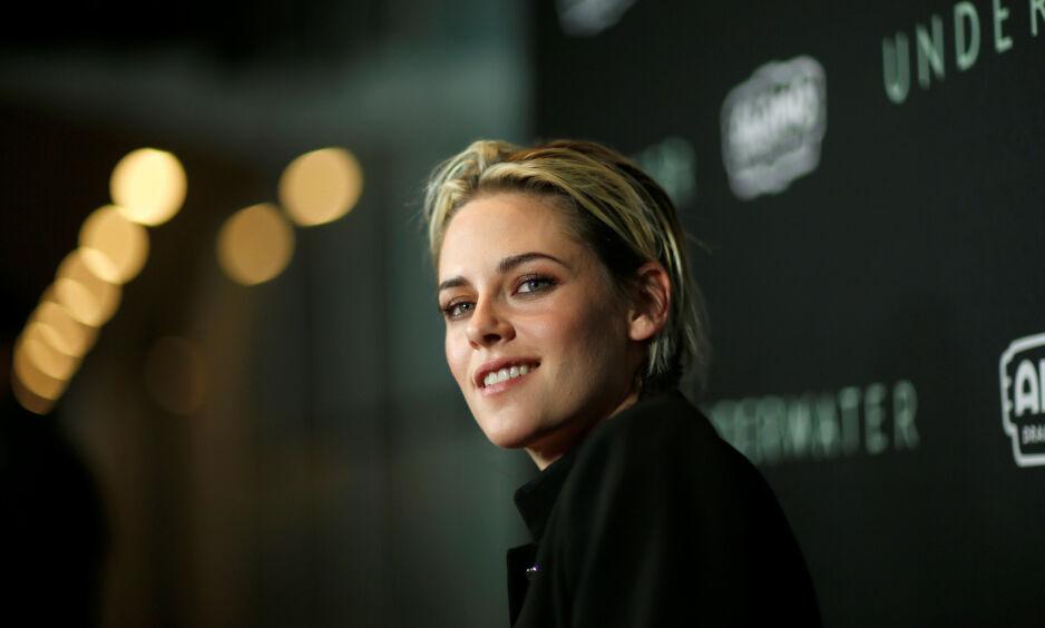 LYKKEN SMILER: Kristen Stewart fylte nylig 30 år, og feiret med sin nye kjæreste. Foto: NTB Scanpix
