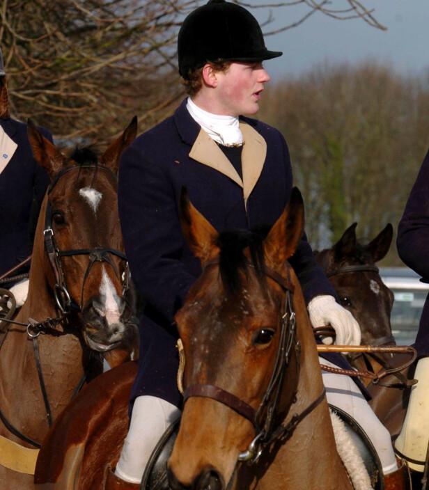 SLUTT: Prins Harry har angivelig lagt jakt-hobbyen på hylla. Her avbildet på revejakt i 2005. Foto: NTB scanpix