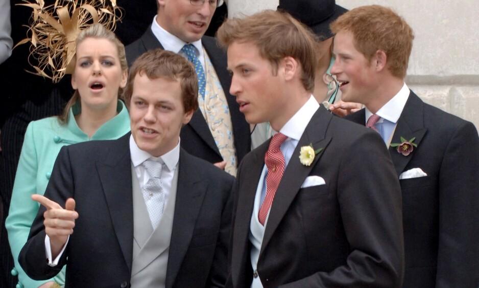 STORFAMILIE: Prins Harry og prins William ble begge født inn i berømmelse. Stesøsknene deres har derimot sluppet unna i stor grad. Det er det en god grunn til. Her fotografert med stebror Tom (t.v) og stesøster Laura (t.v i bakgrunnen). Foto: NTB scanpix