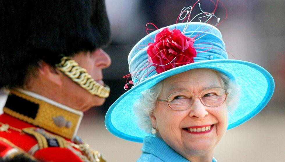 AVLYST: Dronningen feirer med en parade på sommeren hvert år. Den vil ikke finne sted i år. Her er den smørblide dronningen fotografert under samme feiring sommeren 2009. Foto: NTB scanpix