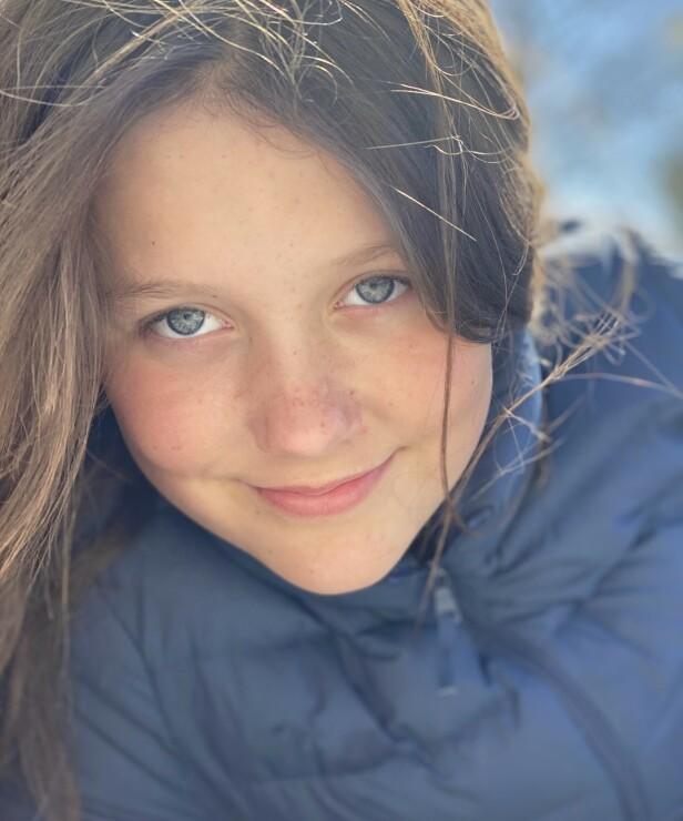 BURSDAG: I anledning prinsesse Isabellas 13-årsdag, deler den danske kronprinsfamilien et nytt bilde av dattera. Foto: H.K.H. Kronprinsesse Mary