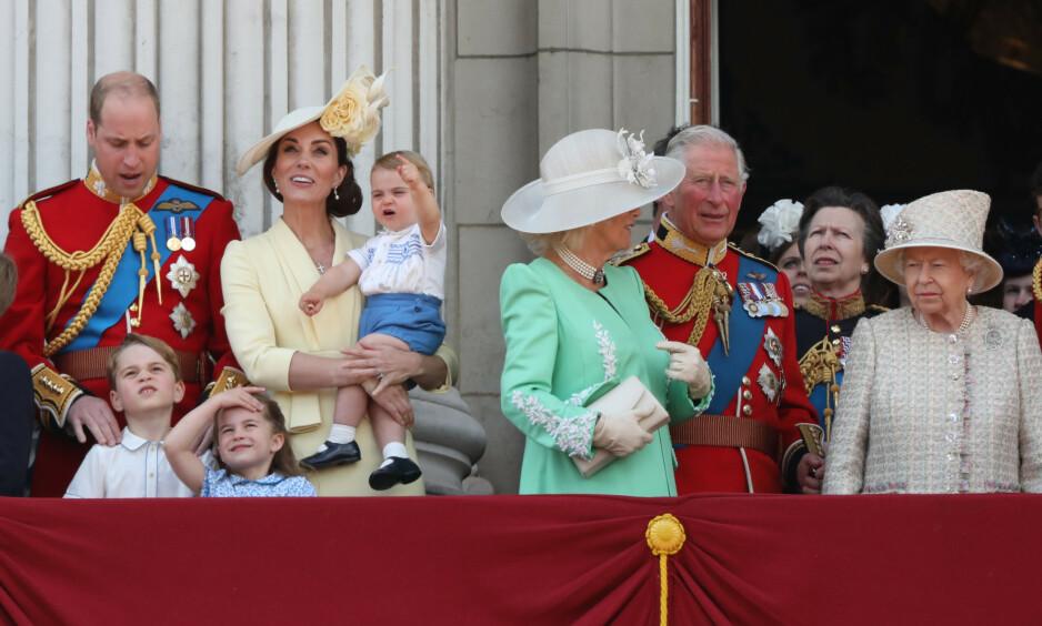 SPREK: I dag fyller dronning Elizabeth hele 94 år, men feiringen går nesten upåaktet hen. Hun har nemlig selv bestemt at diverse hyllester avlyses, av respekt for sine landsmenn. Heller ikke feiringen i juni, her sett i 2019, går som normalt. Foto: NTB scanpix