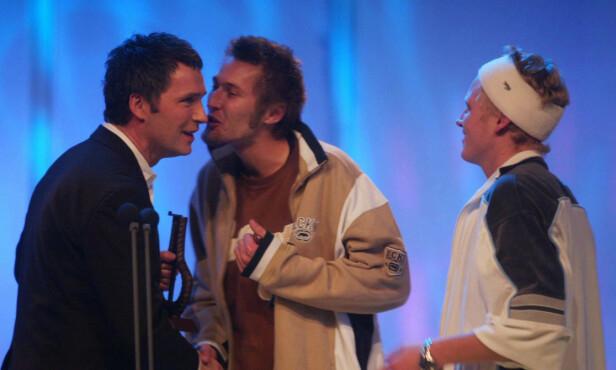 SPELLEMANN: Paperboys fikk i 2002 Spellemannsprisen for sitt debutalbum. Her på scenen for å motta prisen. Foto: NTB scanpix