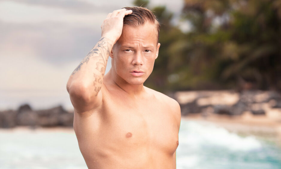 ÅPEN: John Sammol Kemi har denne våren vært å se på norsk tv, i «Ex on the Beach». Nå forteller han åpent om den vanskelige familiehistorien. For selv om 24-åringen både virker og er blid og utadvent, bærer han på noe han aldri kommer til å glemme. Foto: Toke Mathias Riskjær / Discovery