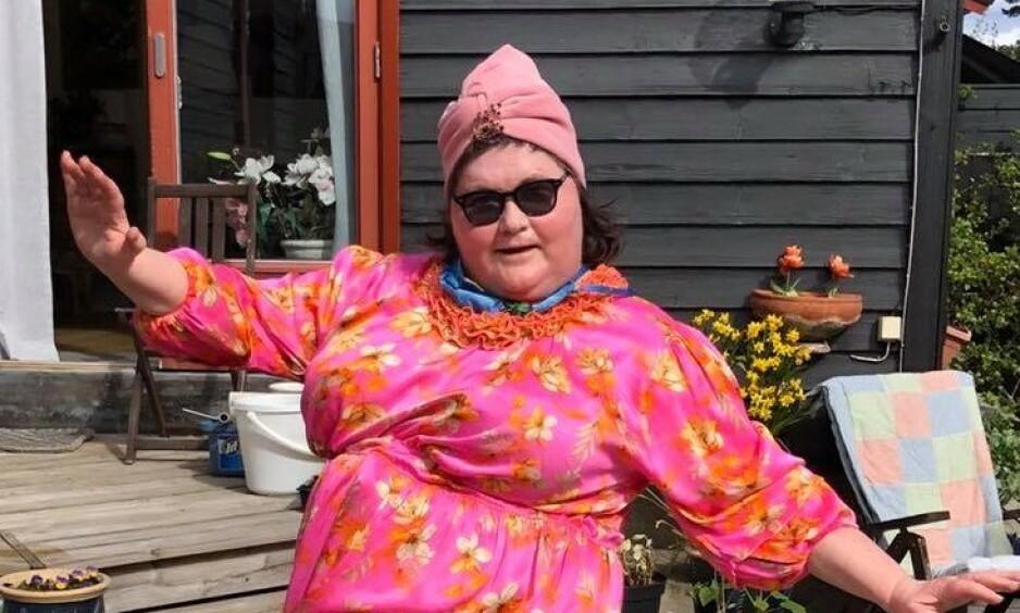 NY OPPDATERING: I et innlegg på Facebook søndag, skriver Christine Koht at hun endelig har fått lov til å besøke moren Kirsten - etter halvannet år. Den kreftsyke komikeren skriver også at hun neste uke skal sjekkes for spredning. Foto: Privat