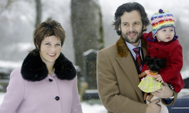 <strong>FORELDRE:</strong> Märtha Louise og Ari Behn med eldstedatteren i 2004. Foto: NTB Scanpix
