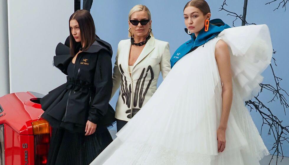 STOLT BESTEMOR: Her poserer Yolanda Hadid med modelldøtrene Bella og Gigi. Nå gleder hun seg til å bli bestemor. Foto: NTB scanpix