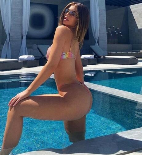 KURVE: Dette er bildet Kylie Jenner delte i første omgang. Det er nå erstattet med et nytt bilde der bassengkanten er kuttet bort. Foto: Skjermdump fra Instagram