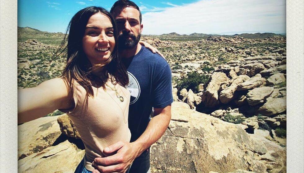 KJÆRESTER?: Dette var et av bildene Ana de Armas delte på Instagram i anledning sin 32 årsdag. Her poserer hun sammen med Hollywood-stjernen Ben Affleck som holder armene sine godt rundt bursdagsbarnet. Foto: Skjermdump fra Instagram/ana_d_armas