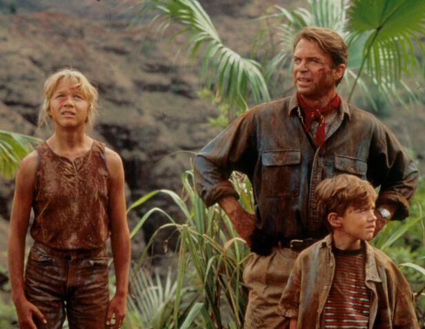 BARNESTJERNE: Her er Ariana Richards avbildet sammen med Sam Neill og Joseph Mazello i filmen  «Jurassic Park» fra 1993. Foto: NTB Scanpix