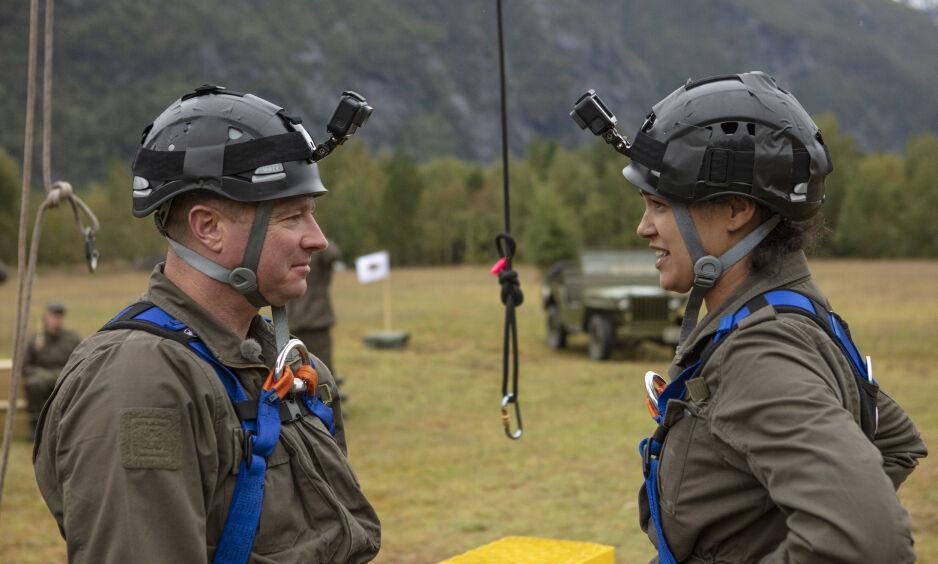 TRAKK SEG: Raymond Kvisvik velger å trekke seg i dimmekampen mot Desta Marie Beeder. Foto: TV 2