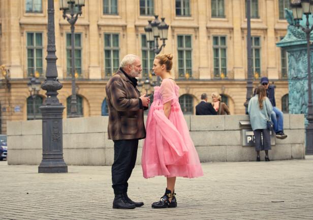MOTSPILLERE: Danske Kim Bodnia (55) har en sentral rolle i serien, og fungerer som en mellommann mellom Villanelle og den russiske leiemorderorganisasjonen «The Twelve». Foto: HBO