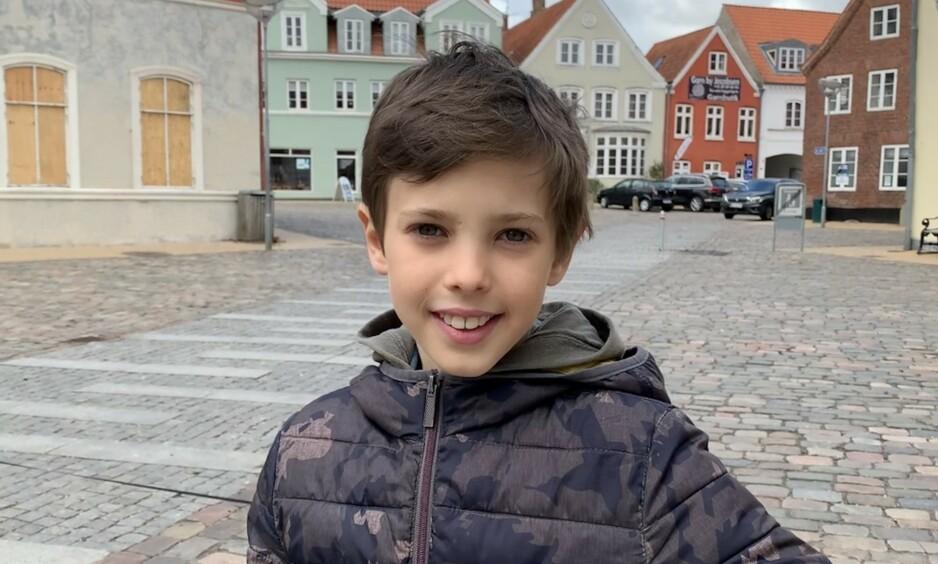 BURSDAG: I dag fyller prins Henrik av Danmark elleve år - noe det danske kongehuset feirer med å offentliggjøre to nye bilder av prinsen. Foto: Det danske kongehuset