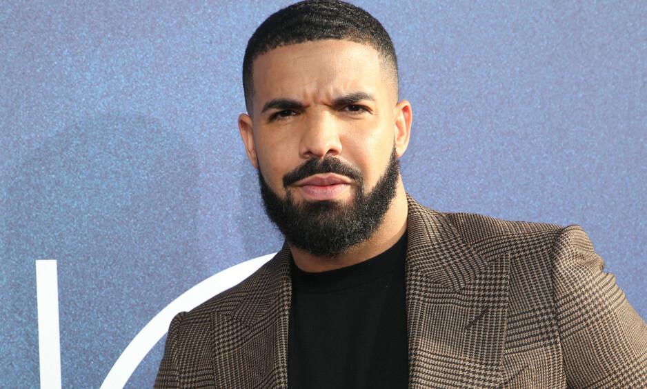ÅPEN: Rapperen Drake forteller nå åpenhjertig om farsrollen til sønnen Adonis, samtidig som han avslører hvorfor han valgte å dele bilder av sønnen nylig. Foto: NTB Scanpix
