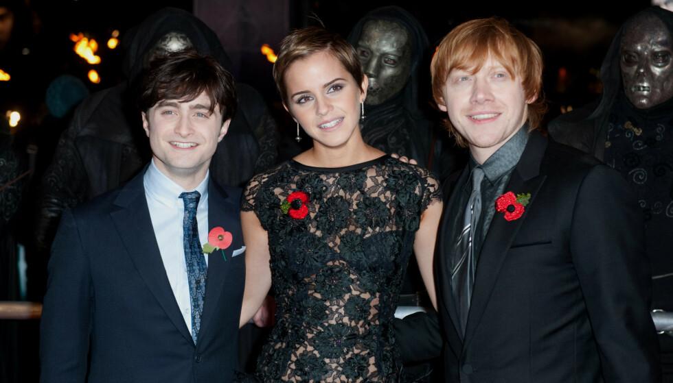 BABYLYKKE: Her er Rupert Grint (t.h) sammen med Harry Potter-kollegaene Daniel Radcliffe og Emma Watson på premieren Deathly Hallows: Part 1 i London i 2010. Foto: NTB Scanpix