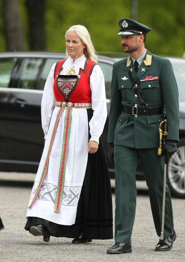 PÅ PLASS: Kronprinsparet var på plass på Akershus festning. Foto: Andreas Fadum / Se og Hør