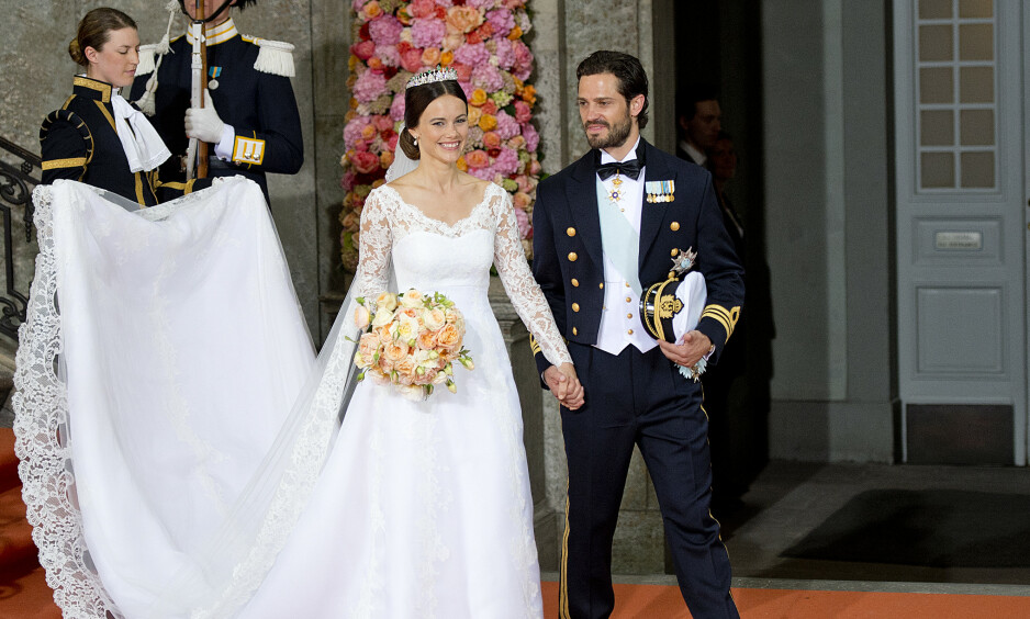 <strong>LYKKELIG GIFT:</strong> Slik så det ut da prins Carl Philip og prinsesse Sofia giftet seg i Slottskyrkan i Stockholm 13. juni 2015. Foto: NTB Scanpix