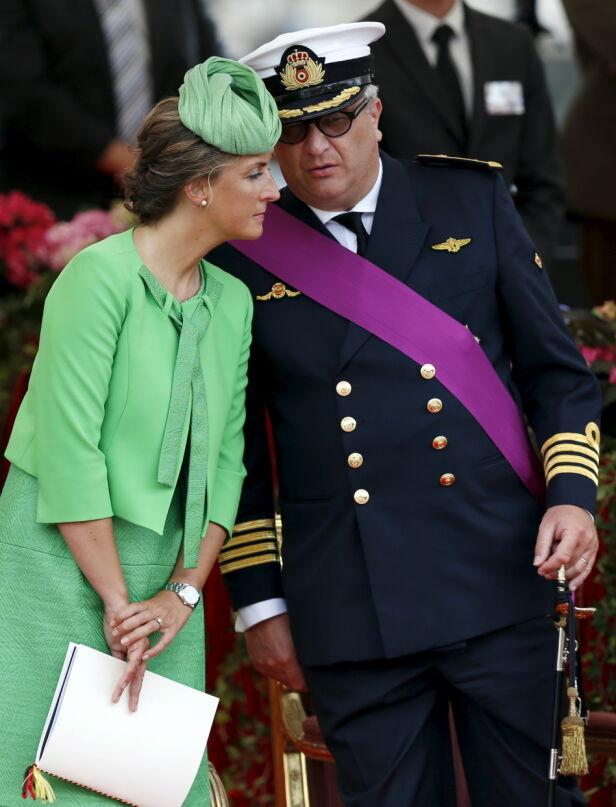 I KARANTENE: Prinsen og familien har isolert seg etter at smitten ble oppdaget i familien. Her er han fotografert med sin kone, prinsesse Claire. Foto: NTB scanpix