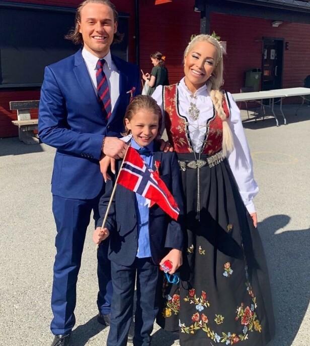 STOLT: Linni Meister er stolt som får bære rogalandsbunaden. Her med forloveden Niklas Tangen Klein og sønnen Dennis. Foto: Privat
