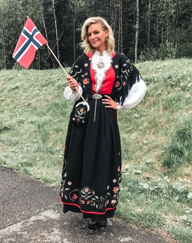 PERSONLIG GAVE: Kathrine Sørland arvet denne rogalandsbunaden da hun konfirmerte seg. Foto: Privat