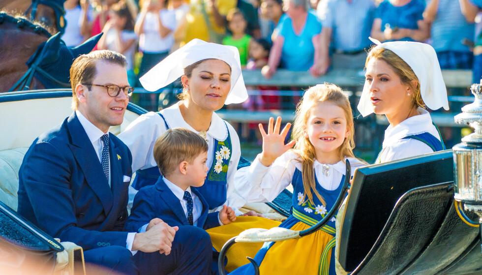<strong>KORTESJE:</strong> Vanligvis kjører kongefamilien kortesje fra slottet til Skansen, men det blir det ikke noe av i år. Her er deler av familien på vei til Skansen 6. juni 2019. Foto: NTB Scanpix