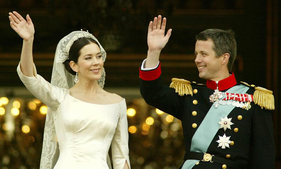 ROMANTIKK: I dag er det nøyaktig 16 år siden det danske kronprinsparet giftet seg. Slik startet eventyrromansen. Foto: NTB Scanpix
