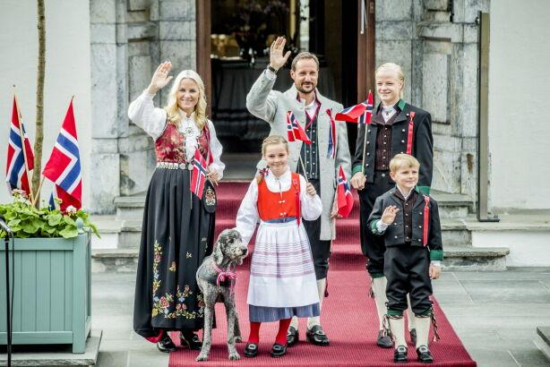 FIKK ASKERBUNAD: Prinsesse Ingrid Alexandra fikk Askerbunad da hun fylte fem år. Her på Skaugum i 2013. Foto: Stian Lysberg Solum / NTB scanpix