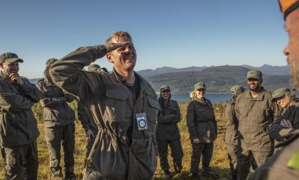 GLEDE: Sauvik klemte alle deltakerne, som heiet intenst på ham da han gikk de siste meterne. Foto: Matti Bernitz / TV 2