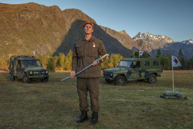SABEL: Sauvik vant en sabel. I programmet ble det ikke avslørt hvorfor, men TV 2 sier det er et sumbol på ekstra innsats. Foto: Matti Bernitz / TV 2