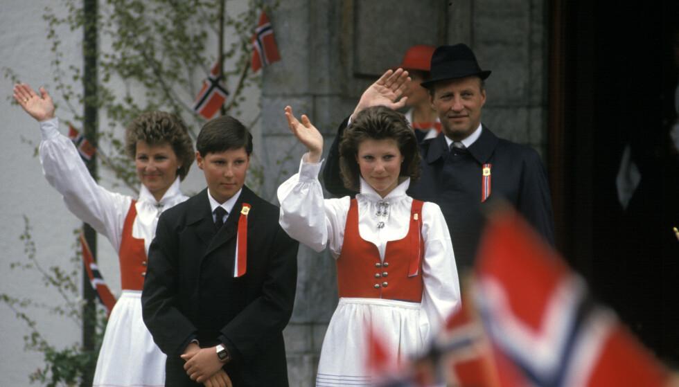DEN GANG DA: Sonja, Haakon, Märtha Louise og Harald på Skaugum i 1987 da de var landets kronprinsfamilie. Foto: NTB Scanpix