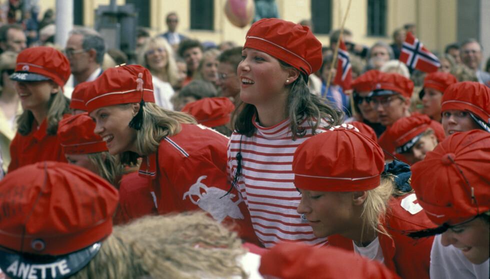 ENDELIG I TOG: Da prinsessen var russ i 1990, gikk hun sammen med russen i toget i Oslo. Foto: NTB Scanpix