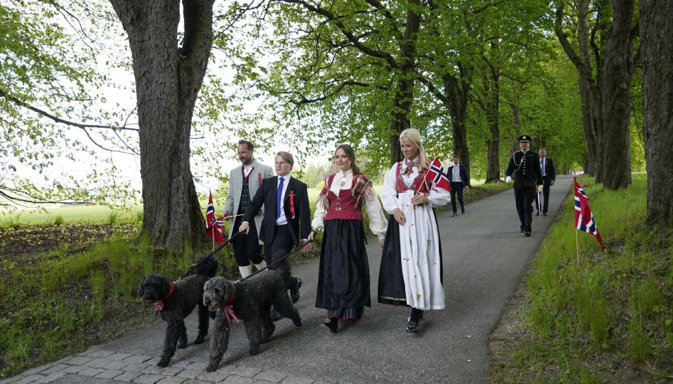 ASKERBUNADEN: Ingrid Alexandra hadde ikke på seg bunaden hun fikk til konfirmasjonen. Foto: Lise Åserud / NTB scanpix