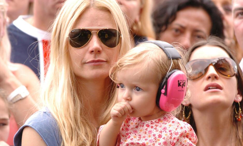 STOR JENTE: Gwyneth Paltrow og Chris Martins datter, Apple Martin, trer sakte, men sikkert, inn i de voksnes rekker. Her avbildet i 2005. Foto: NTB scanpix