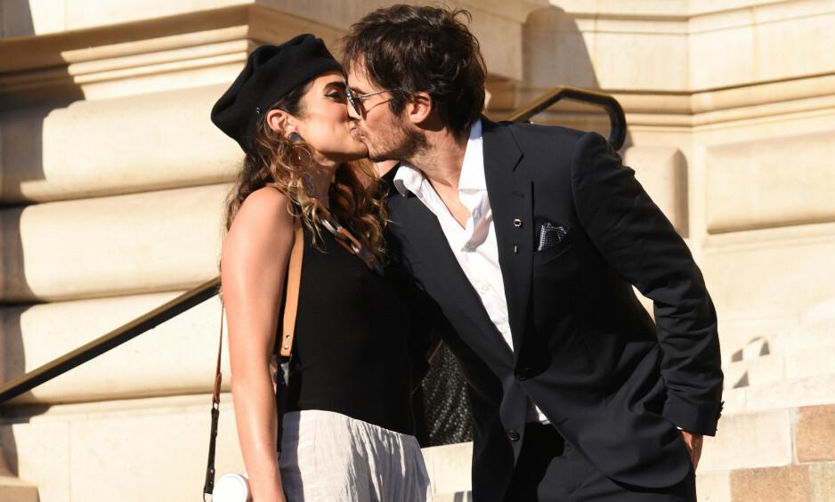 FORELSKET: Det er lite som skjuler Ian Somerhalder og Nikki Reeds kjærlighet for hverandre. Her avbildet under moteuken i Paris i fjor sommer. Foto: NTB scanpix