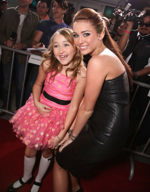 I SKYGGEN: Noah Cyrus er åtte år yngre enn storesøster Miley Cyrus, og har derfor nesten hele livet hatt en superstjerne som søster. Her i 2010. Foto: NTB scanpix
