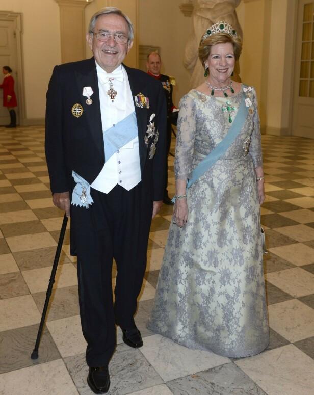 EKSMONARKER: Konstantin II og Anne-Marie av Hellas har hatt et turbulent liv. Selv om de ikke lenger har titlene sine, er de til stadighet å observere på royale arrangementer. Her på 75-årsdagen til dronning Margrethe av Danmark i 2015. Foto: Schneider-Press / i-Images / Polaris / NTB scanpix