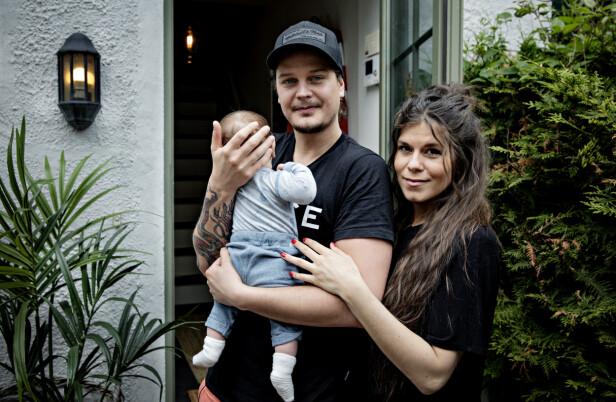 FORELDRE: Her er Dennis Poppe Thorsen og Kristin Gjelsvik avbildet sammen med sønnen Falk. Foto: Nina Hansen / Dagbladet