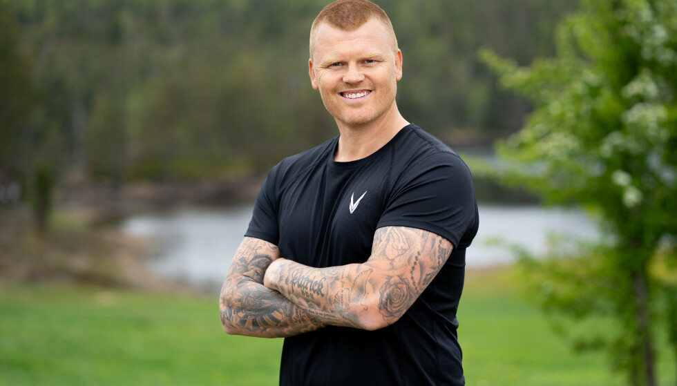 FRA TRENERJOBB: John Arne Riise går fra trenerjobben til «Farmen»-gården. Foto: Espen Solli/TV 2