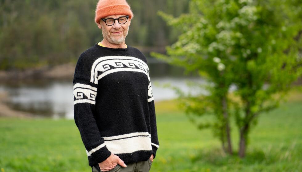 MER MOROMANN: Gården har ikke bare én, men to komikere på plass. Foto: Espen Solli/TV 2