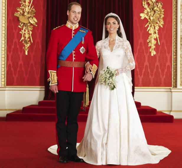 SKRYT: Hertuginne Kate fikk stor oppmerksomhet for brudekjolen sin. Foto: NTB scanpix