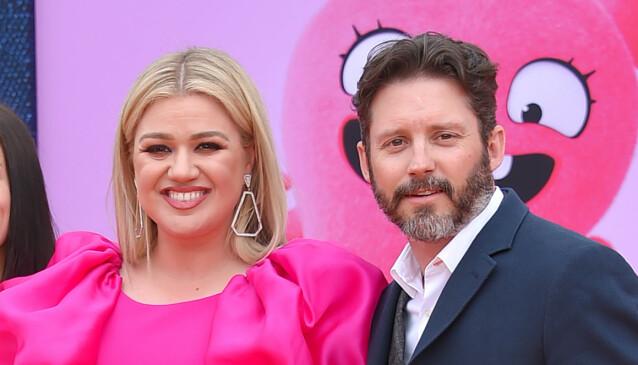 SKILLES: Kelly Clarkson og eksmannen Brandon Blackstock avslørte tidligere i år at de har gått hver til sitt. Her med deres felles to barn i fjor. Foto: NTB Scanpix