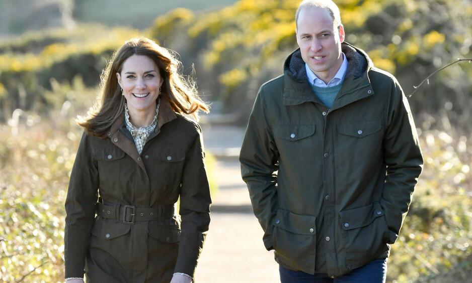 ÅPENHJERTIG: Prins William forteller hvordan sorgen over sin mors død har påvirket farsrollen. Her med kona hertuginne Kate under et besøk i Irland i mars. Foto: NTB scanpix