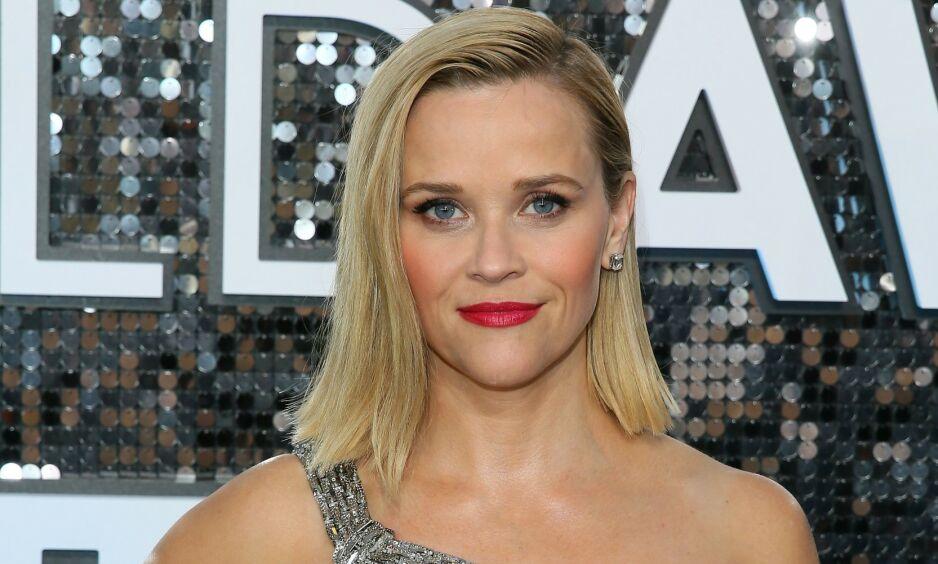 TØFT: Reese Witherspoon fikk et vanskelig spørsmål av sin sju år gamle sønn etter at George Floyd ble drept av politiet. Nå hylles hun for hvordan hun taklet det. Foto: NTB Scanpix