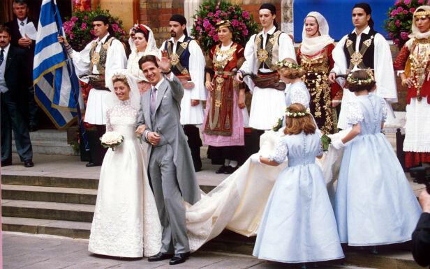 EVENTYRBRYLLUP: Slik så det ut da Marie-Chantal og Pavlos giftet seg i London i 1995. Foto: NTB Scanpix