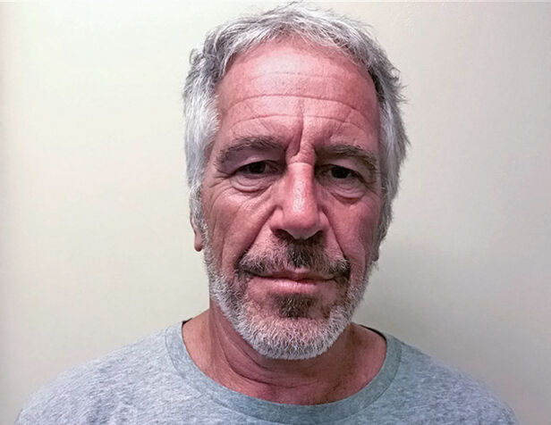 UNGE JENTER: I dokumentaren kastes det lys over Epsteins skitne metoder. Han skal ha fått ofrene sine til å rekruttere nye ofre, hvor flere av dem var mindreårige. Foto: NTB Scanpix