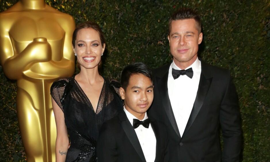 MED MOR OG FAR: Maddox Jolie-Pitt har alltid hatt et godt forhold til moren Angelina Jolie, men relasjonen til faren Brad Pitt skal ha vært betent i flere år - noe som har ført til uttalige oppslag i pressen. Her er de sammen i 2013. Foto: NTB Scanpix